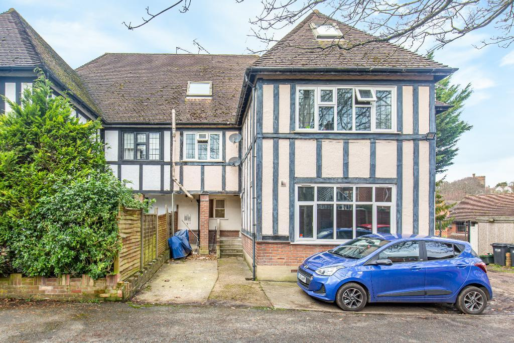 1 Bed Conversion Flat Property for Sale in South Croydon, CR2 7EA
