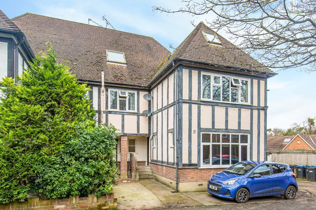 1 Bedroom Conversion Flat for Sale in South Croydon, CR2 7EA