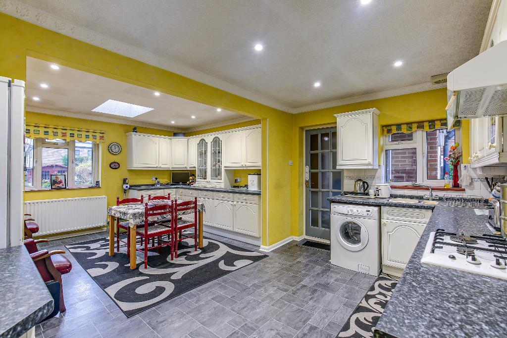 4 Bedroom Detached Bungalow for Sale in Warlingham, CR6 9AE