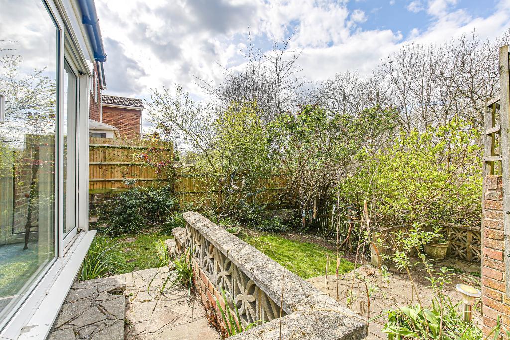 4 Bedroom Detached for Sale in Croydon, CR0 9JQ