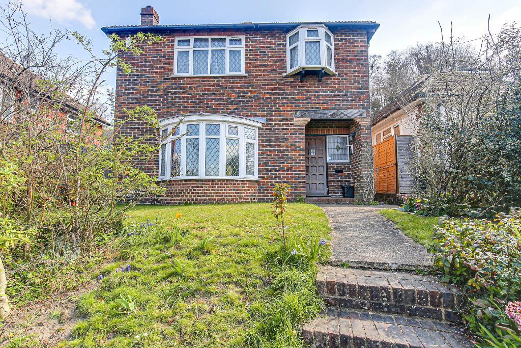 3 Bed Detached Property for Sale in Sanderstead, CR2 0JU