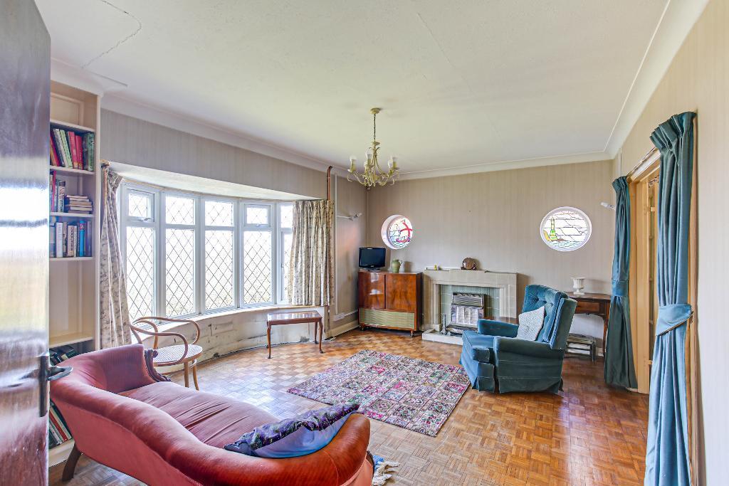 3 Bedroom Detached for Sale in Sanderstead, CR2 0JU
