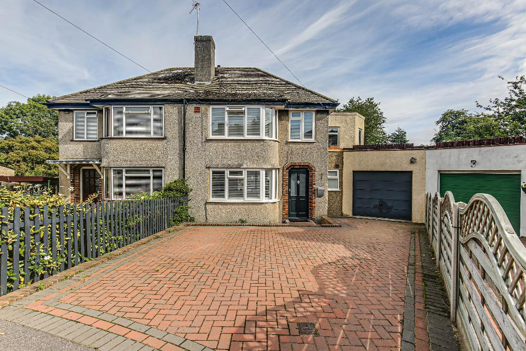 4 Bed Semi-Detached Property for Sale in Selsdon, CR2 8NX
