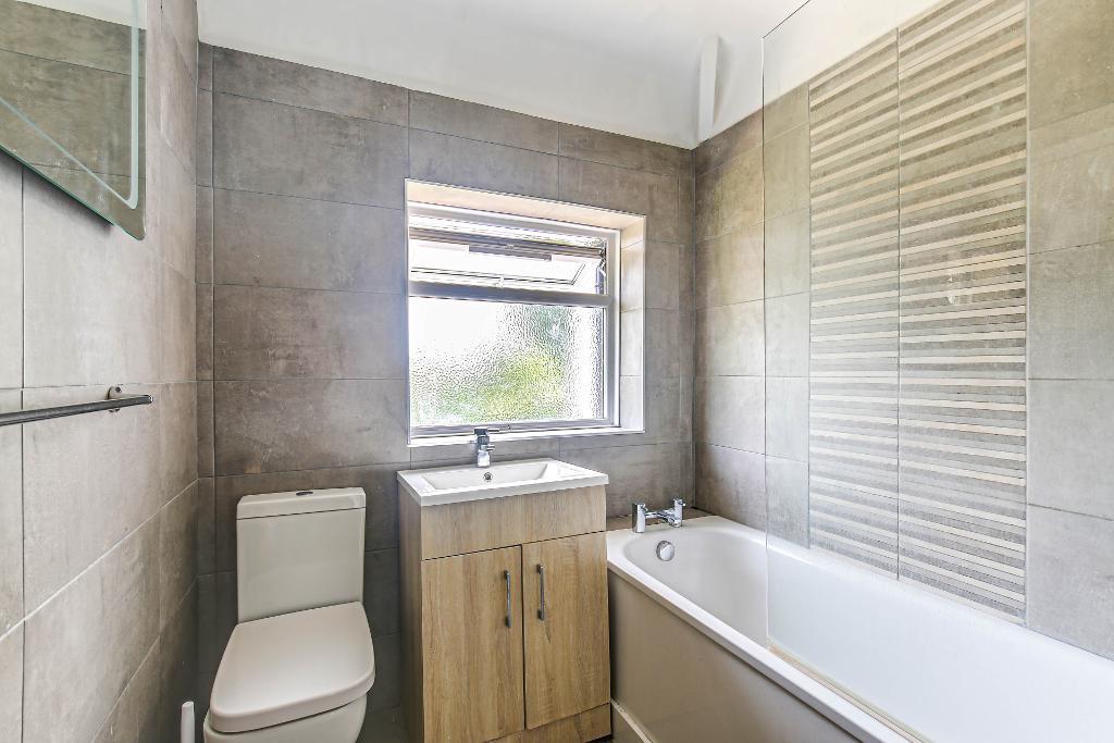 4 Bedroom Semi-Detached for Sale in Selsdon, CR2 8NX