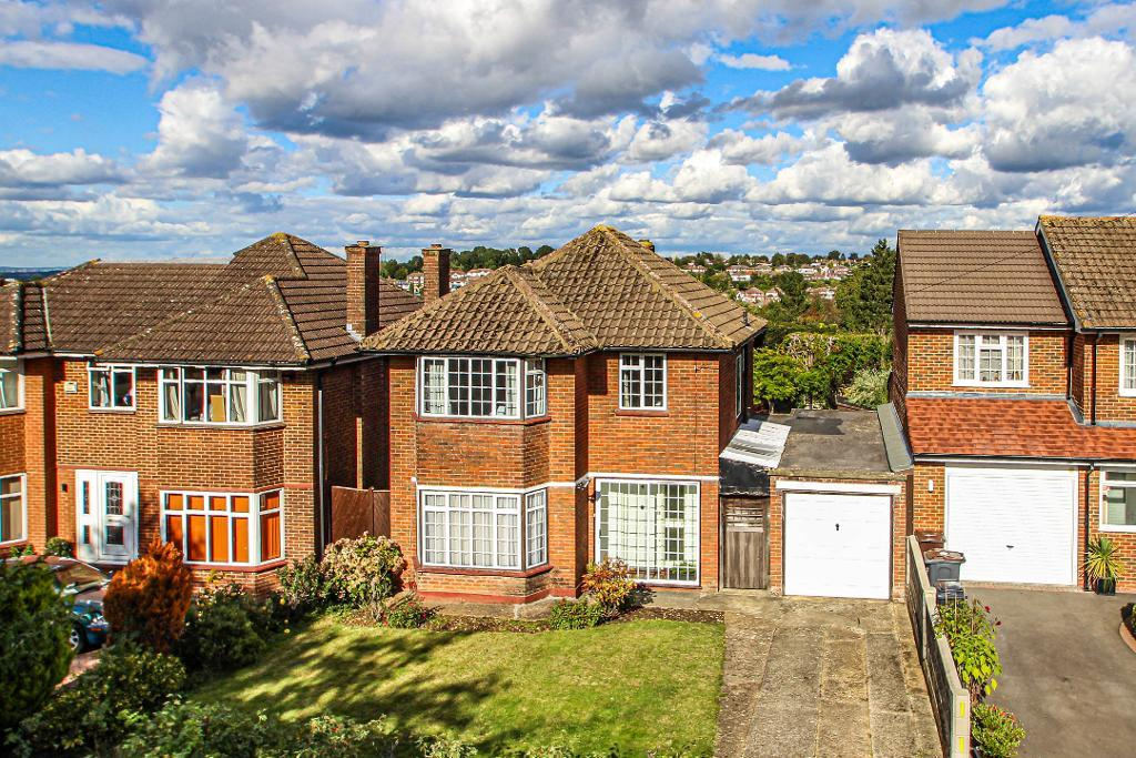 3 Bed Detached Property for Sale in Purley, CR8 1EU